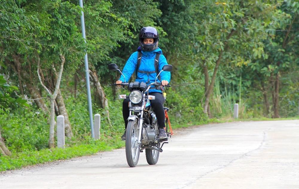 enjoying the open road in vietnam on a detech win