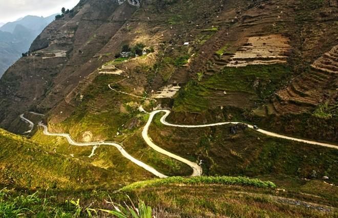 Road to Ha Giang is dangerous